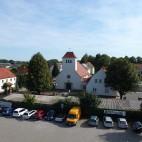 Parkplatz am Ufer in Braunsbedra