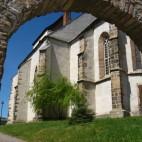Blick durch das Tor-Kirche in Pötewitz