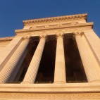 und oben noch grössere Säulen