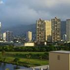 Zwischen den Hochhäusern von Waikiki gibt es viele Parks