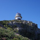 Da der obere Leuchtturm (114m) oft im Nebel hängt...