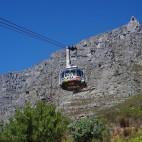 Die Seilbahn zum Tafelberg dreht sich während der Fahrt einmal um 360°