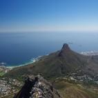 Blick vom Tafelberg auf den Lions Head. Der Fels hat die Form eines Löwenkopfes.