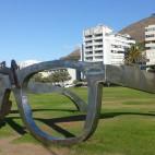 Am Seapoint gibt es eine Strandpromenade, wo diese überdimensionale Brille steht.