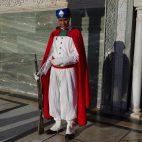 Die Wachleute am Mausoleum von Mohammed V im Rabat dürfen fotografiert werden. Ansonsten ist das Fotografieren von Militär und Polizei strengstens untersagt.