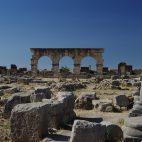 Zwischen den Ruinen der alten Römersiedlung Volubilis erinnert vieles an Pompeji.